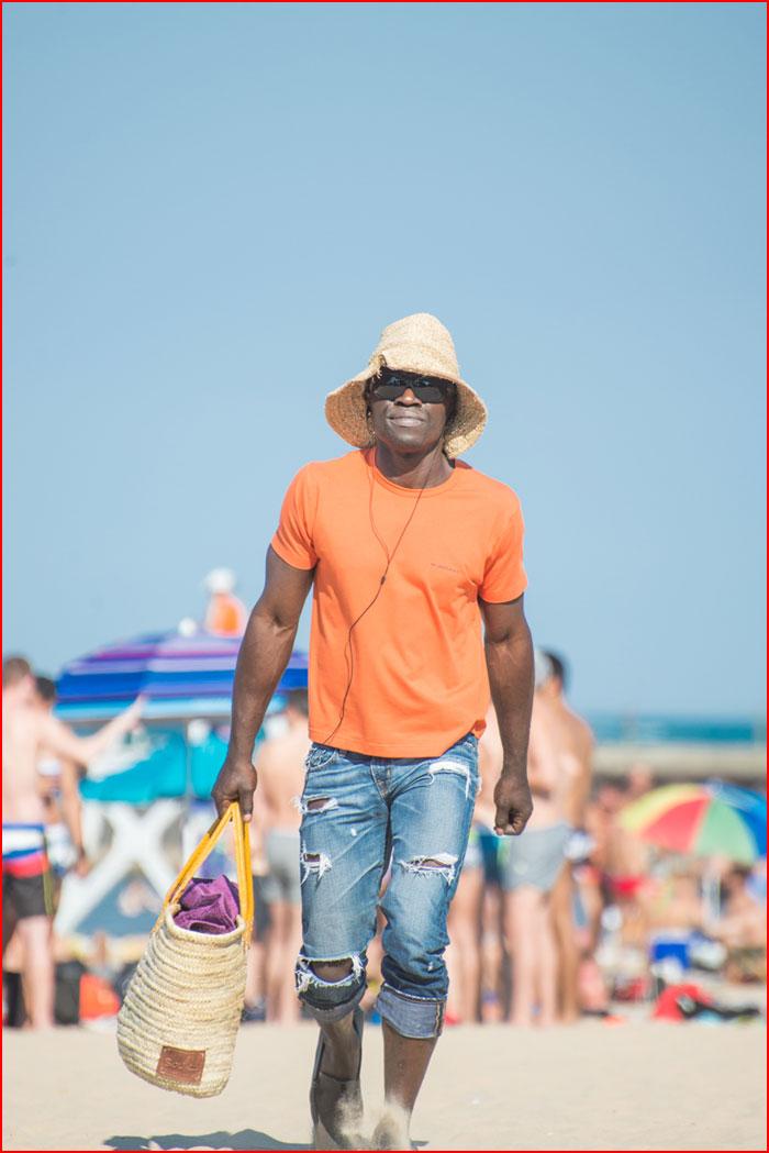 קיץ. חתיכים על החוף