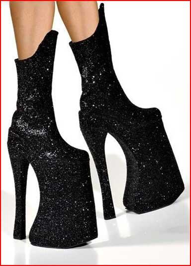 נעליים בסגנון ליידי גאגא