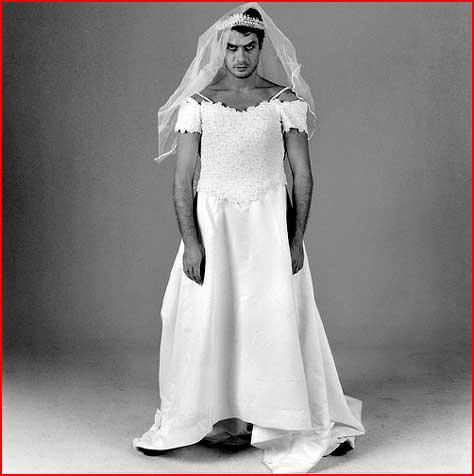 גברים בשמלות כלות