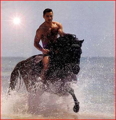 רוכב על שפת הים