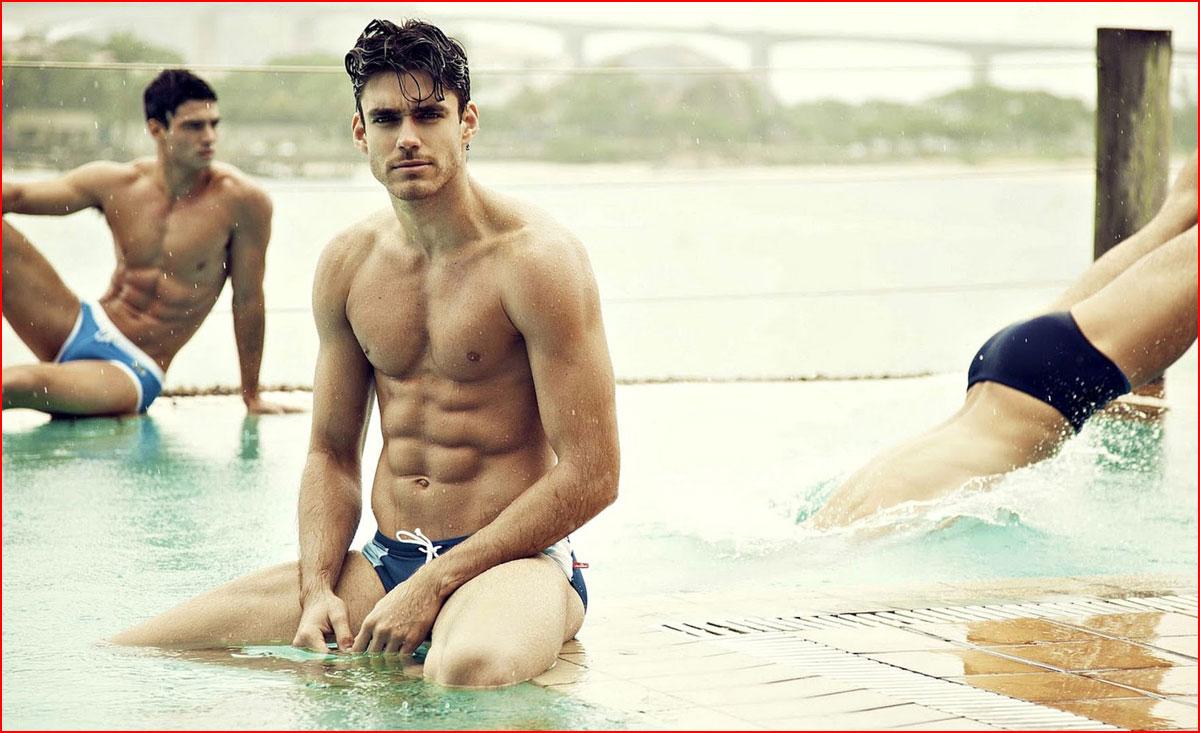 חתיכים בבריכה