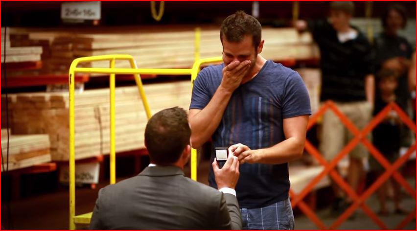 הצעת נישואין בהום דיפו (וידאו)
