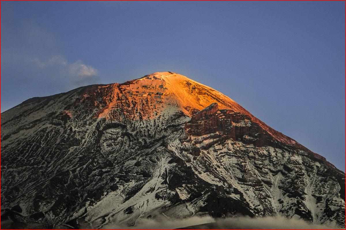 תמונות מדהימות של הרי געש מאת אריק גומז טוצ'ימני