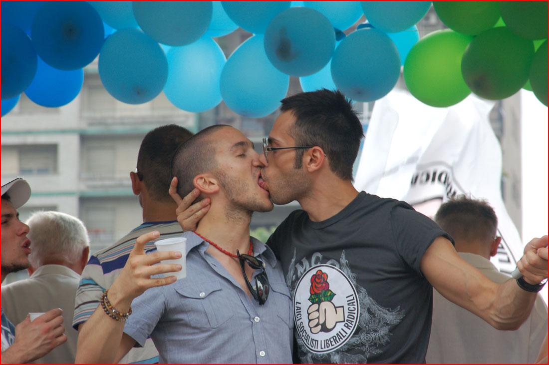 נשיקה חגיגית