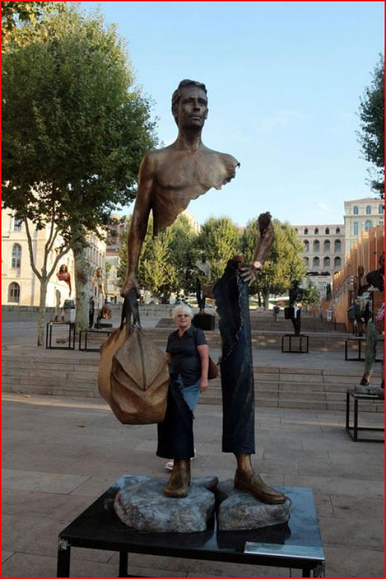 הפסלים של ברונו קטלנו