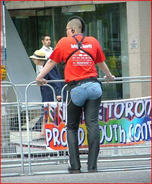 גם אני רוצה מכנסיים כאלה