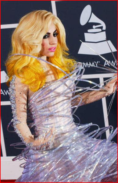 גאגא לא מפסיקה להפתיע
