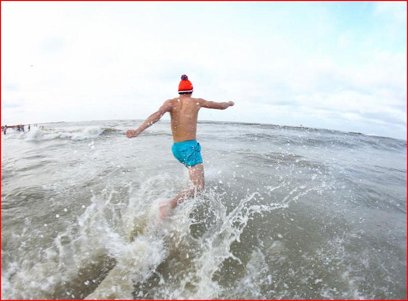 שחיינים בחורף בהולנד