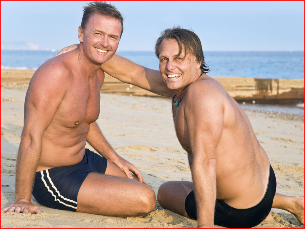 זוג נחמד בחוף הים