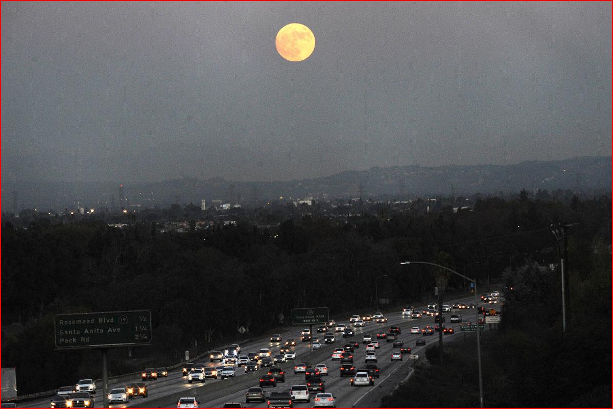 ירח ענק