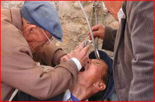 מרפאות שיניים ברחובות הודו וסין