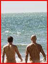 זוג ליד הים