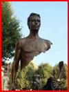 הפסלים של ברונו קטלנו (6 תמונות)